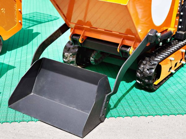 Crawler mini tractor with loader